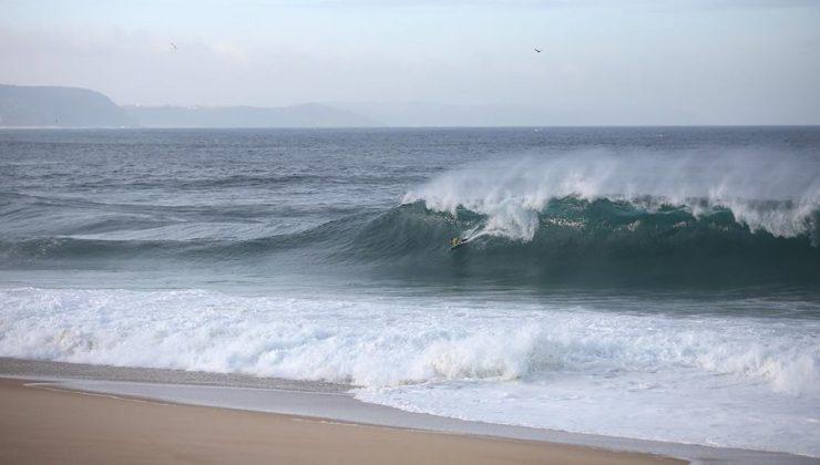 Uri Valadão, Praia do Norte, Nazaré, Portugal. Foto: Arquivo pessoal.
