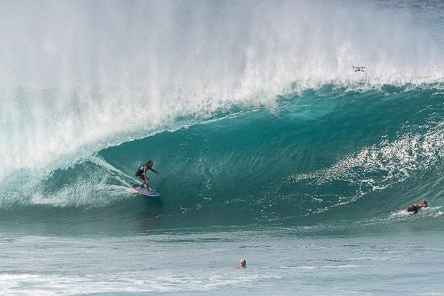 Derek Ho, Pipeline, North Shore de Oahu, Havaí. Foto: Joel Pinho.