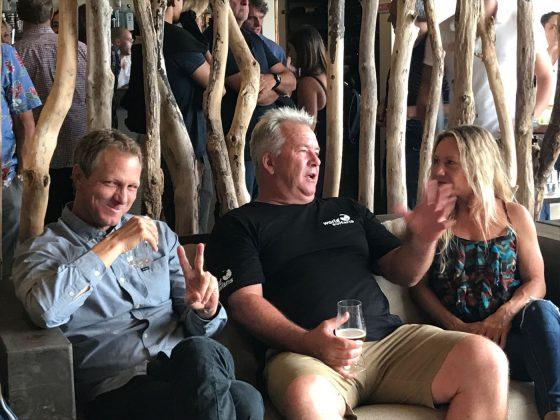 Shane Beschen, Gary Elkerton e Rochelle Ballard, Mundial Master 2018, Açores, Portugal. Foto: Arquivo pessoal Fabio Gouveia.