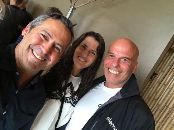 Fabio e Elka Gouveia com João Valente, Mundial Master 2018, Açores, Portugal. Foto: Arquivo pessoal Fabio Gouveia.