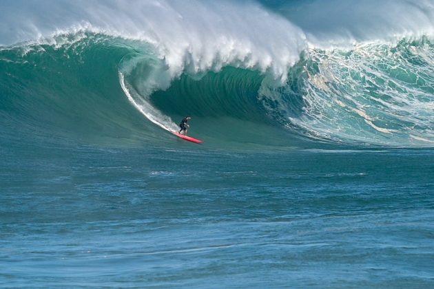Ricardo Taveira, Waimea Bay, North Shore de Oahu, Havaí. Foto: Leonardo Dale.