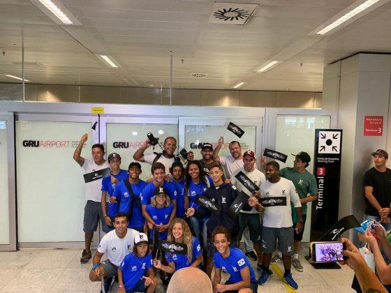 Bicampeão mundial Gabriel Medina chega ao aeroporto de Guarulhos (SP). Foto: WSL.