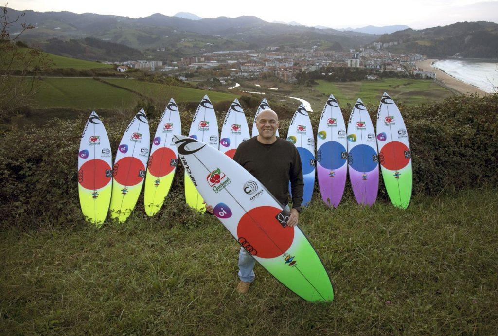 Quiver Havaí em Zarautz. Na fórmula 1 do surfe a equipe inteira tem que funcionar e cada detalhe pode fazer toda a diferença.
