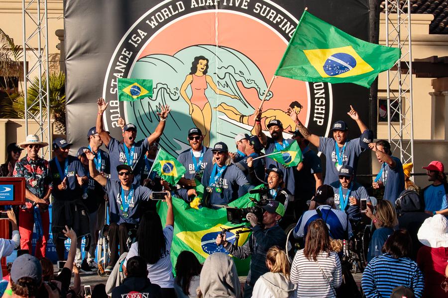 Equipe brasileira termina em segundo lugar por equipes na quarta edição do Mundial de Surfe Adaptado.