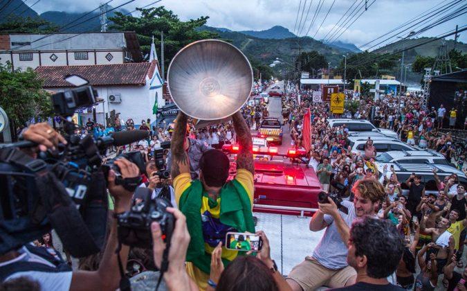 Gabriel Medina é recebido com festa em Maresias (SP), em comemoração ao bicampeonato mundial. Foto: WSL / Kaique Silva.