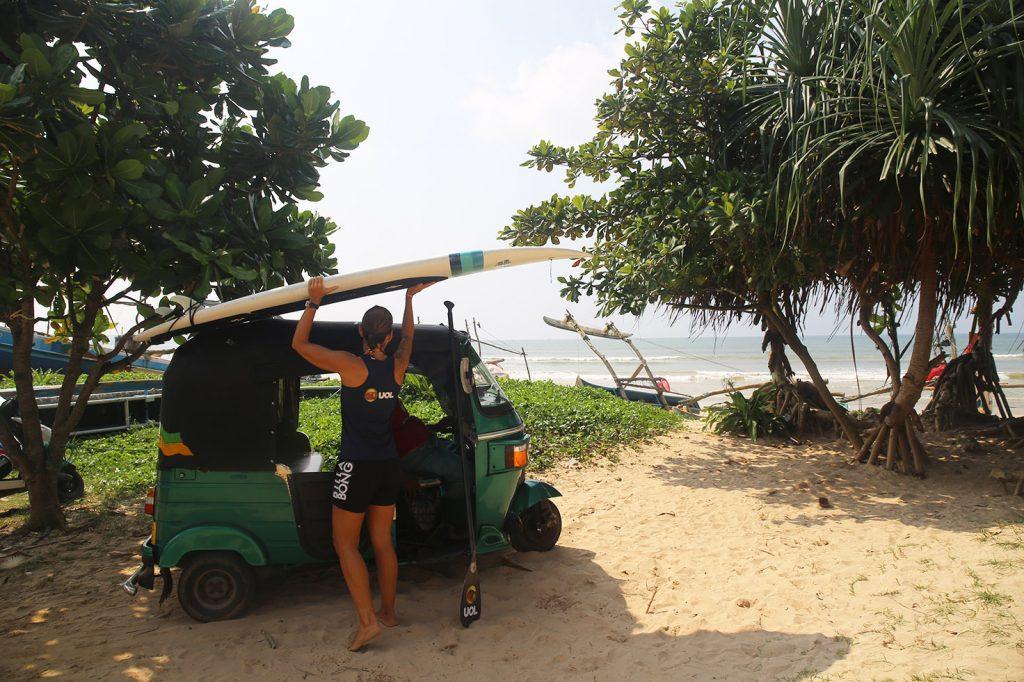 Roberta Borsari escolhe as ondas e a tranquilidade do Sri Lanka para travessia de SUP.