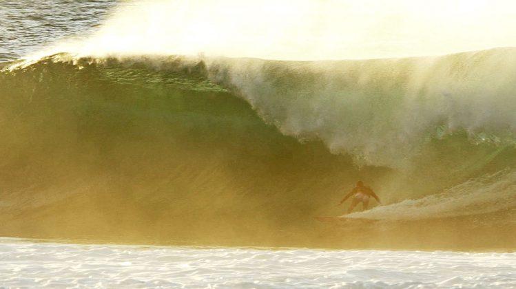 Diego santos, Off the Wall, North Shore de Oahu, Havaí. Foto: Bruno Lemos / Sony Brasil.