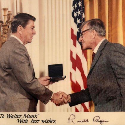 Pai dos atuais modelos de previsão de ondas, Dr. Walter Munk falece aos 101 anos de idade. Foto: Scripps Institution of Oceanography.