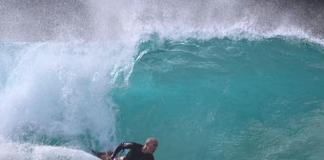 Bodyboarder isenta tubarão