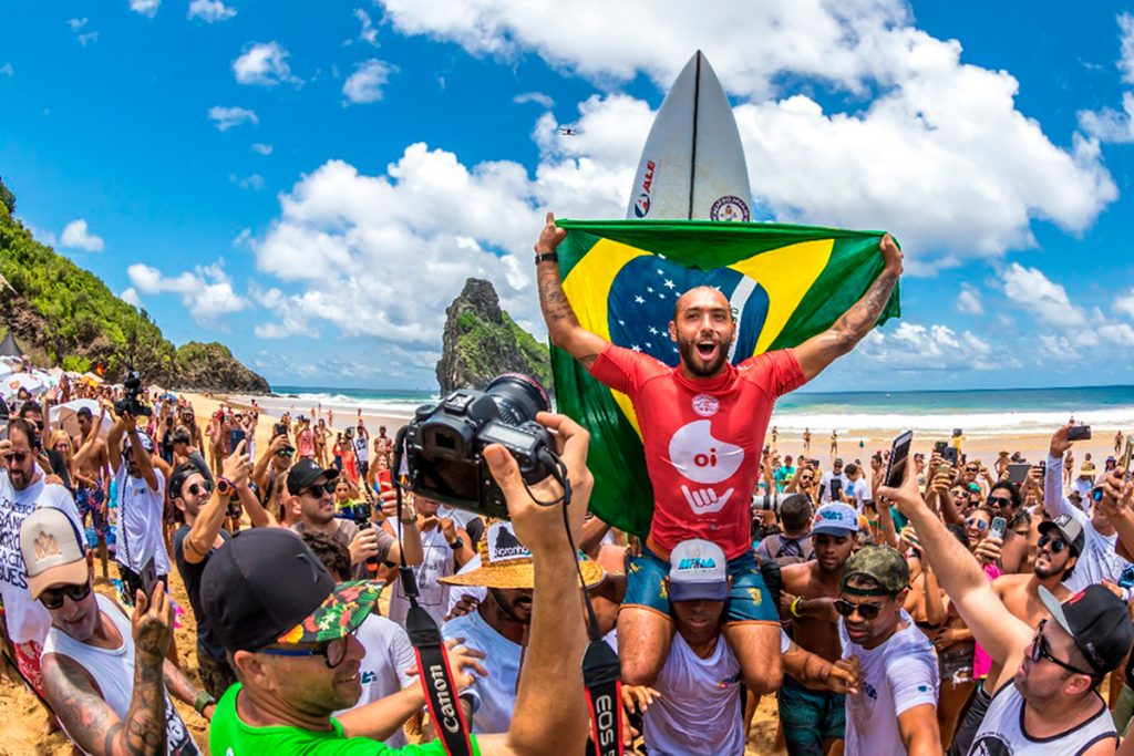 Oi Hang Loose Pro Contest atraiu surfistas de 20 países nas ondas da Cacimba do Padre.