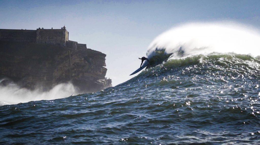Lucas Chumbo em um drop insano na Praia do Norte.