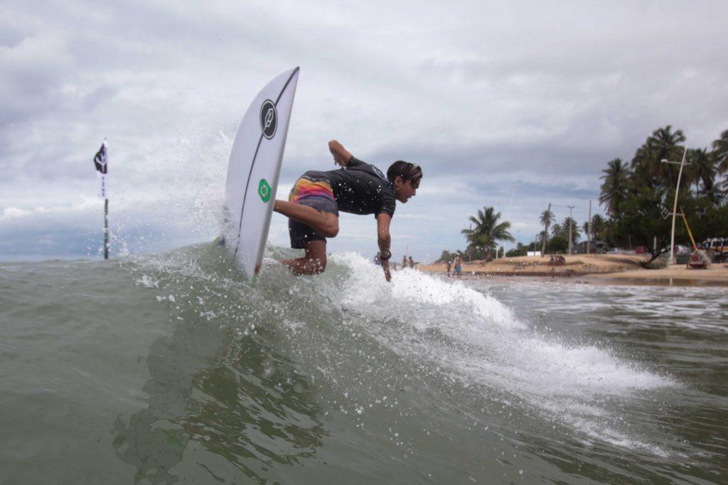 Lucas Bezerra é um dos talentos da nova geração do surfe cearense.