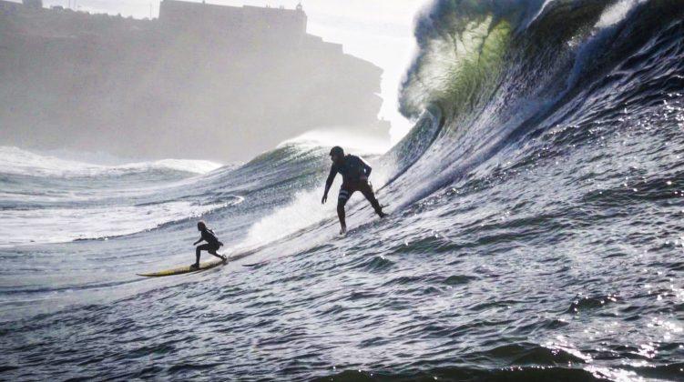Russell Bierke e Will Skudin, Praia do Norte, Nazaré, Portugal. Foto: Renan Vignoli.