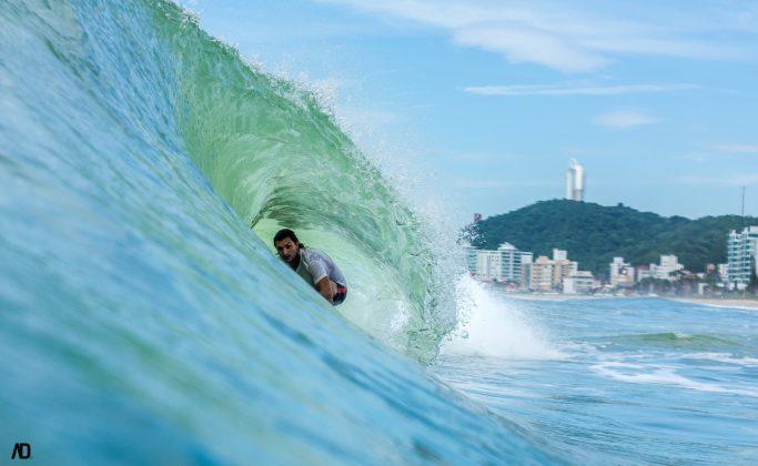 Matheus Lamin, Praia Brava, Itajaí (SC). Foto: André Deichmann.