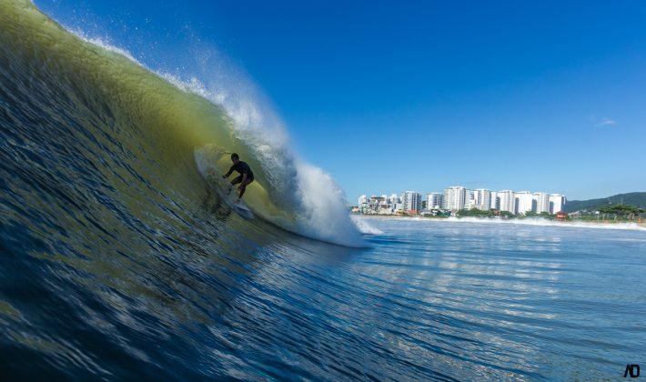 Lucas Barbieri, Praia Brava, Itajaí (SC). Foto: André Deichmann.