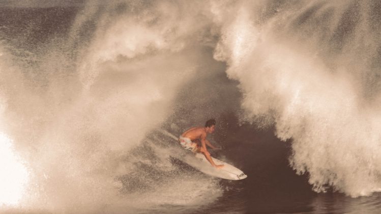 Noah Mizuno, Pipeline, North Shore de Oahu, Havaí. Foto: Bruno Lemos / Lemosimages.com.