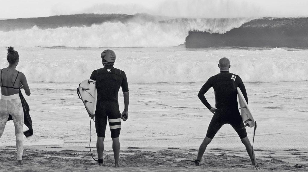 O preparo para um grande dia de surfe se inicia desde a noite que antecede o swell.
