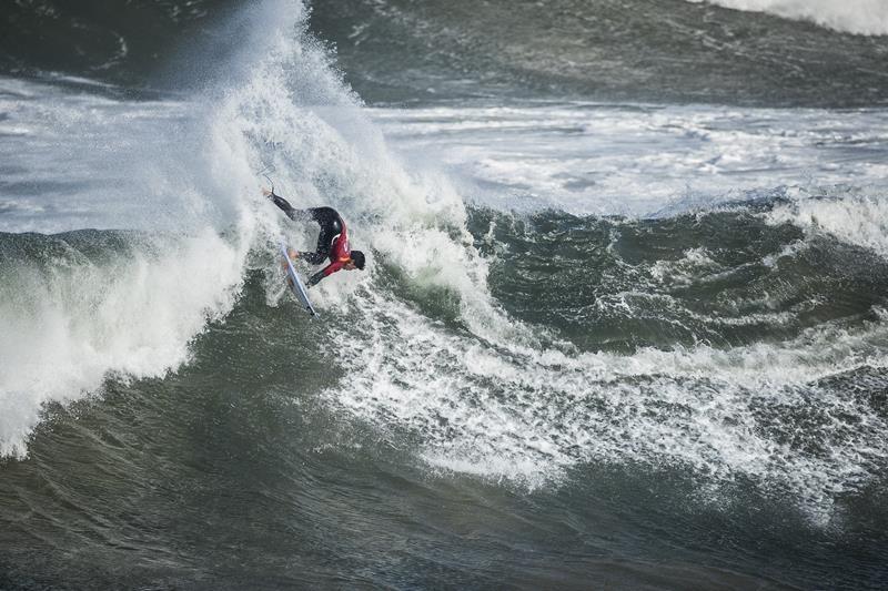 """Mandar na lata em uma onda pesada como essa, numa 6'2"""", é coisa de super atleta. Medina é isso."""