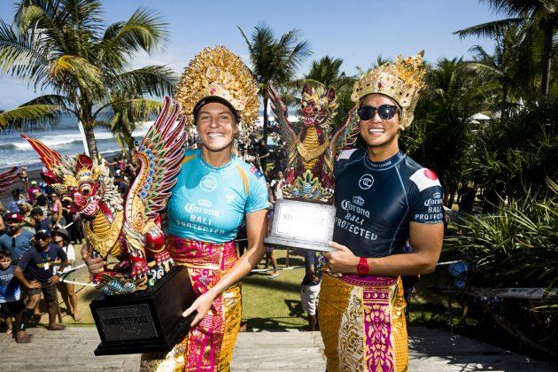 Stephanie Gilmore e Kanoa Igarashi, Bali Protected 2019, Keramas, Indonésia. Foto: WSL / Dunbar.