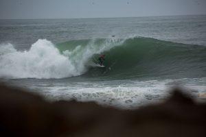 Surfistas estão impedidos de pegar onda em Arica.