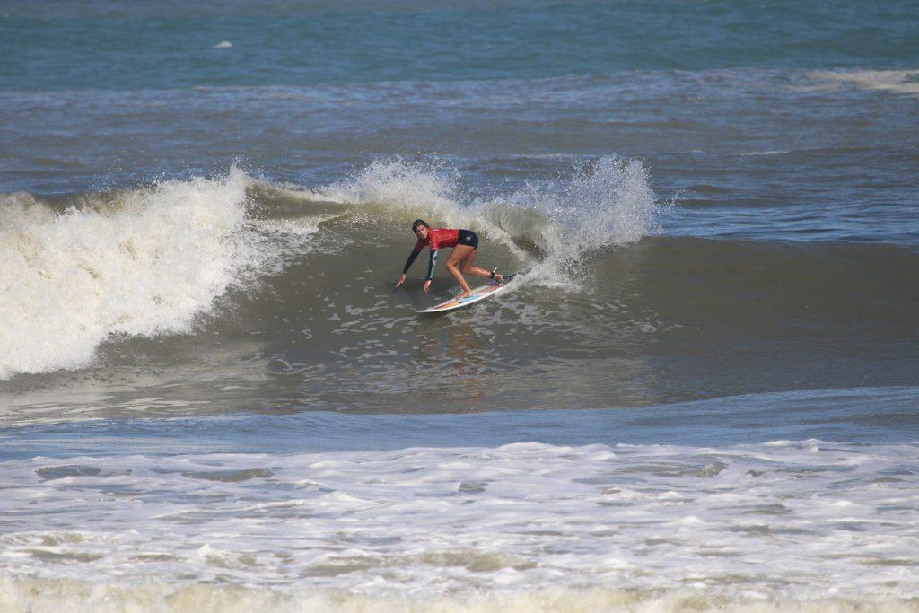 Camila Cassia, a campeã profissional do Maricá Surf Pro / AM 2019.