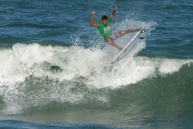 Douglas Silva, Macaé Surf Pro, Praia do Pecado (RJ). Foto: Leandro Foca.