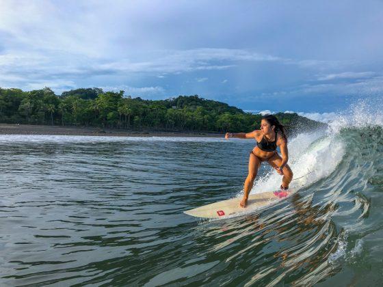Isabela Cury, Pavones, Costa Rica. Foto: Alex Thompson.