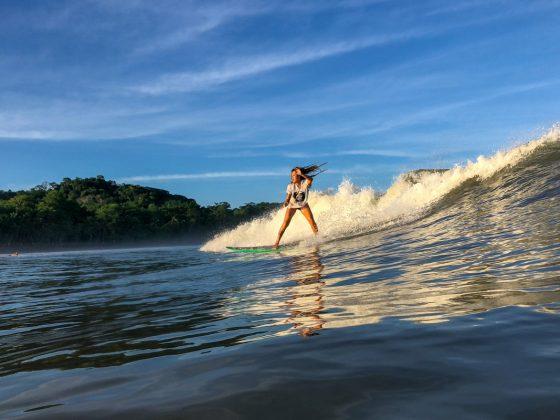 Larissa Kei, Pavones, Costa Rica. Foto: Alex Thompson.