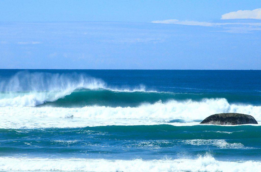 Previsão é de excelentes ondas na capital catarinense.