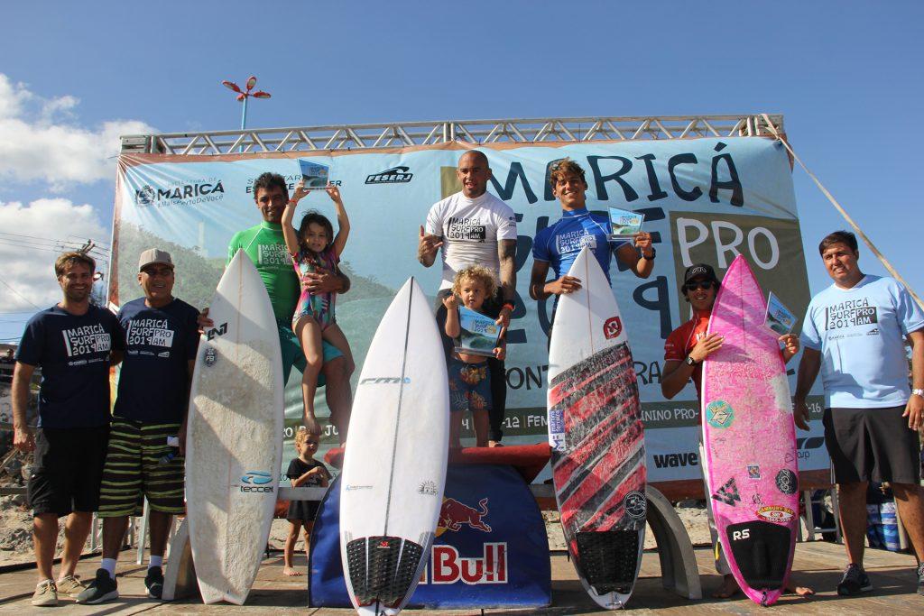 Pódio Masculino Profissional do Maricá Surf Pro / AM 2019.