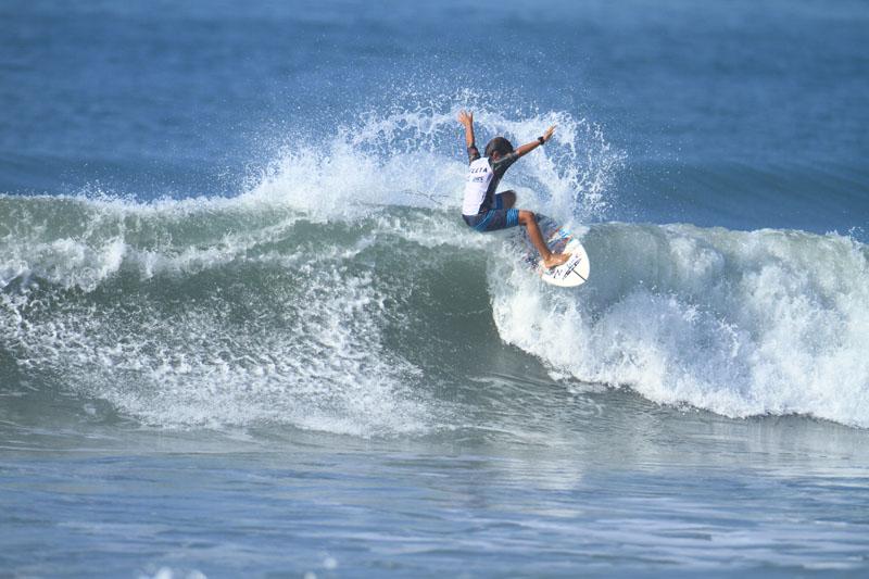 Kailani Rennó é um dos destaques de evento organizado pela Filipe Toledo Surf Store.