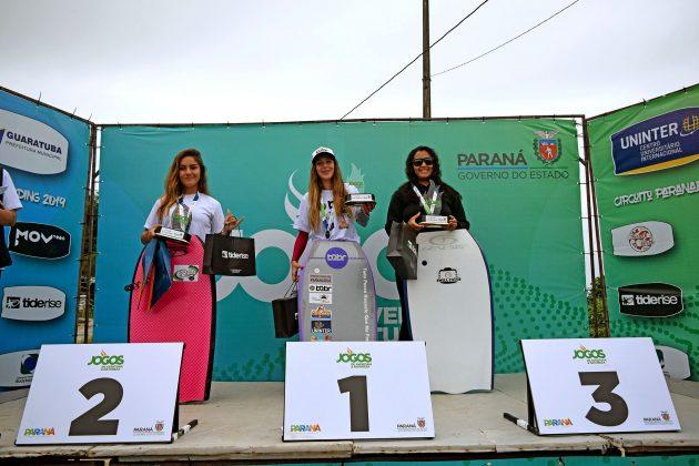 Pódio Open Feminino, Paranaense de Bodyboard 2019, Praia Brava, Guaratuba (PR). Foto: Vinicius Araújo / Thaise Oliveira.