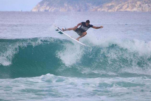 Alan Jhones, Praia do Forte, Cabo Frio (RJ). Foto: @surfetv / @carlosmatiasrj.