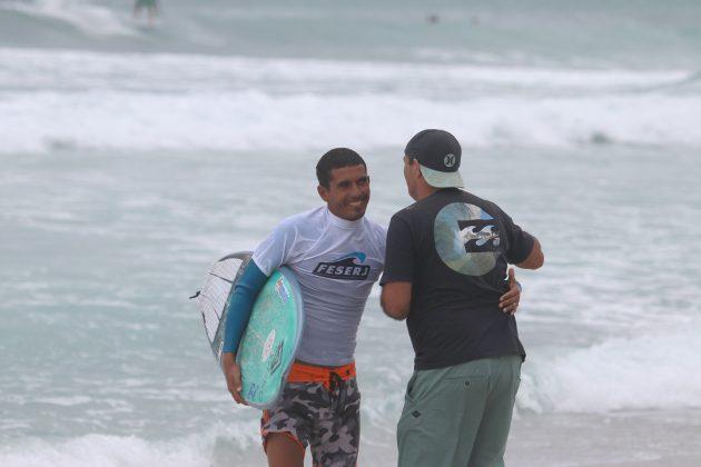 Arthur Silva e Jorge Porto, Praia do Forte, Cabo Frio (RJ). Foto: @surfetv / @carlosmatiasrj.