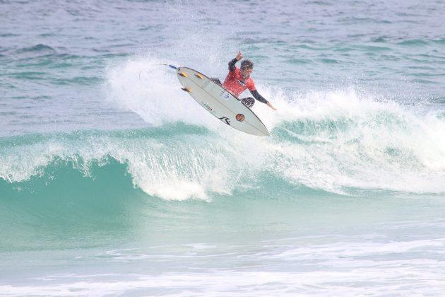 Felipe Oliveira, Praia do Forte, Cabo Frio (RJ). Foto: @surfetv / @carlosmatiasrj.