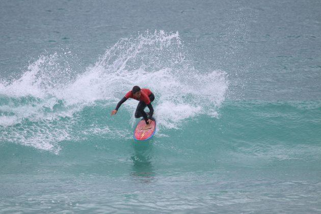 Giulianon Arreyes, Praia do Forte, Cabo Frio (RJ). Foto: @surfetv / @carlosmatiasrj.
