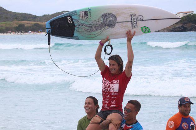 Camila Cassia, Praia do Forte, Cabo Frio (RJ). Foto: @surfetv / @carlosmatiasrj.