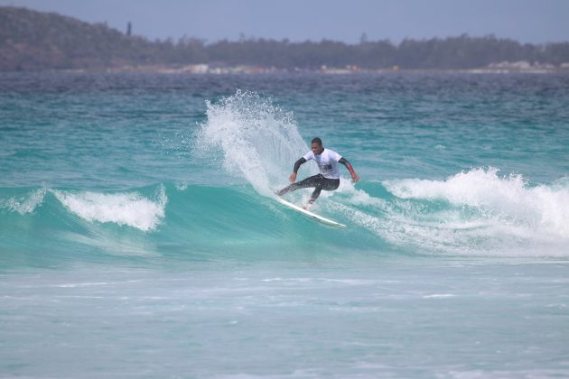 Jonathan Santos, Praia do Forte, Cabo Frio (RJ). Foto: @surfetv / @carlosmatiasrj.
