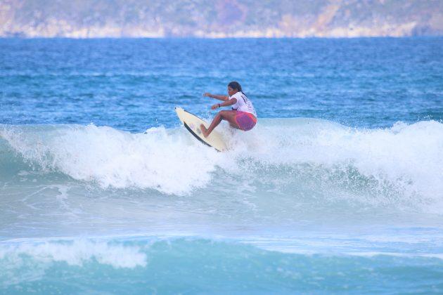 Kayane Reis, Praia do Forte, Cabo Frio (RJ). Foto: @surfetv / @carlosmatiasrj.