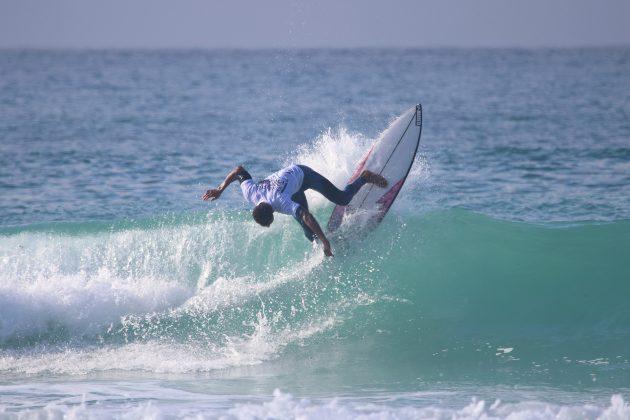 Léo Andrade, Praia do Forte, Cabo Frio (RJ). Foto: @surfetv / @carlosmatiasrj.