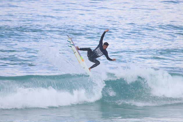 Luciano Brulher, Praia do Forte, Cabo Frio (RJ). Foto: @surfetv / @carlosmatiasrj.