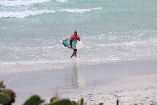 Victor Ribas, Praia do Forte, Cabo Frio (RJ). Foto: @surfetv / @carlosmatiasrj.
