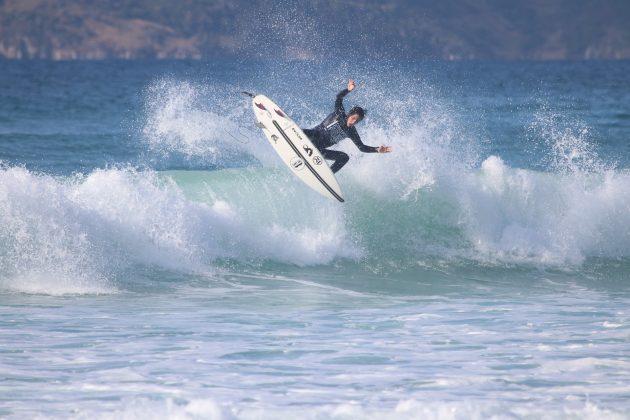 Yago Ramos, Praia do Forte, Cabo Frio (RJ). Foto: @surfetv / @carlosmatiasrj.