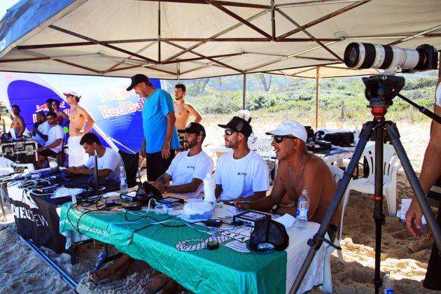 Ziul Andueza, Mano Ziul, Alexandre Caputo, Eric Gonçalves e Celso Alves, Tunel Crew Shootout 2019, Itacoatiara, Niterói (RJ). Foto: Tony D'Andrea.