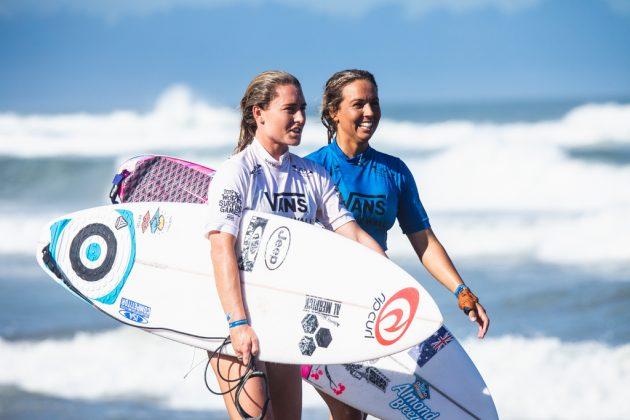 Nikki Van Dijk e Sally Fitzgibbons, ISA World Surfing Games 2019, Miyazaki, Japão. Foto: ISA / Jimenez.