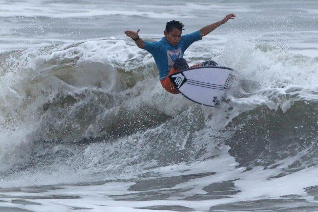 Antonio Vitorino, Hang Loose Surf Attack 2019, Praia do Tombo, Guarujá (SP). Foto: Munir El Hage.