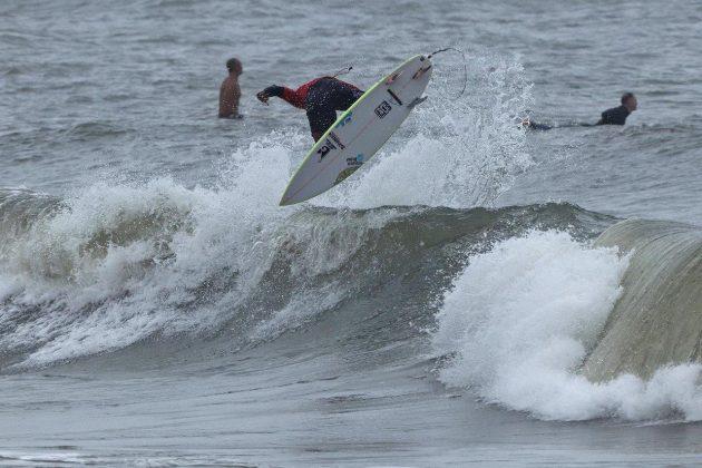 Caio Costa, Hang Loose Surf Attack 2019, Praia do Tombo, Guarujá (SP). Foto: Munir El Hage.