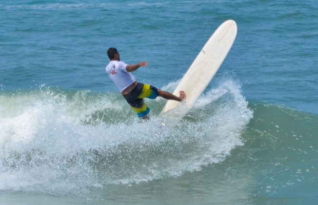 Campeão Longboard Nando Bola, Grumari (RJ). Foto: 7 AM.