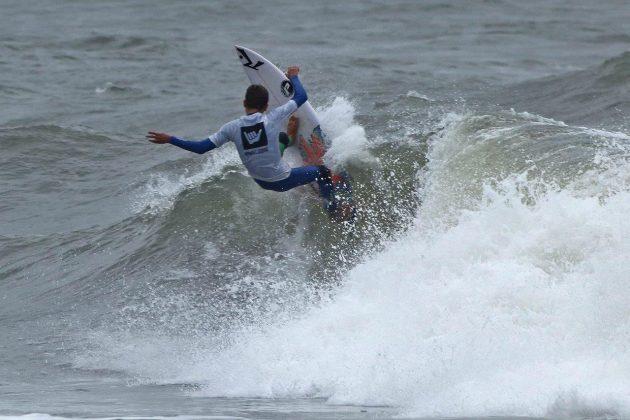 Heitor Mueller, Hang Loose Surf Attack 2019, Praia do Tombo, Guarujá (SP). Foto: Munir El Hage.