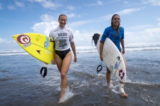 Ella Williams e June Erostarbe, ISA World Surfing Games 2019, Miyazaki, Japão. Foto: ISA / Ben Reed.